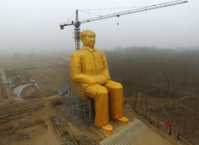 Cina, distrutta la mastodontica statua di Mao: era stata eretta senza permessi