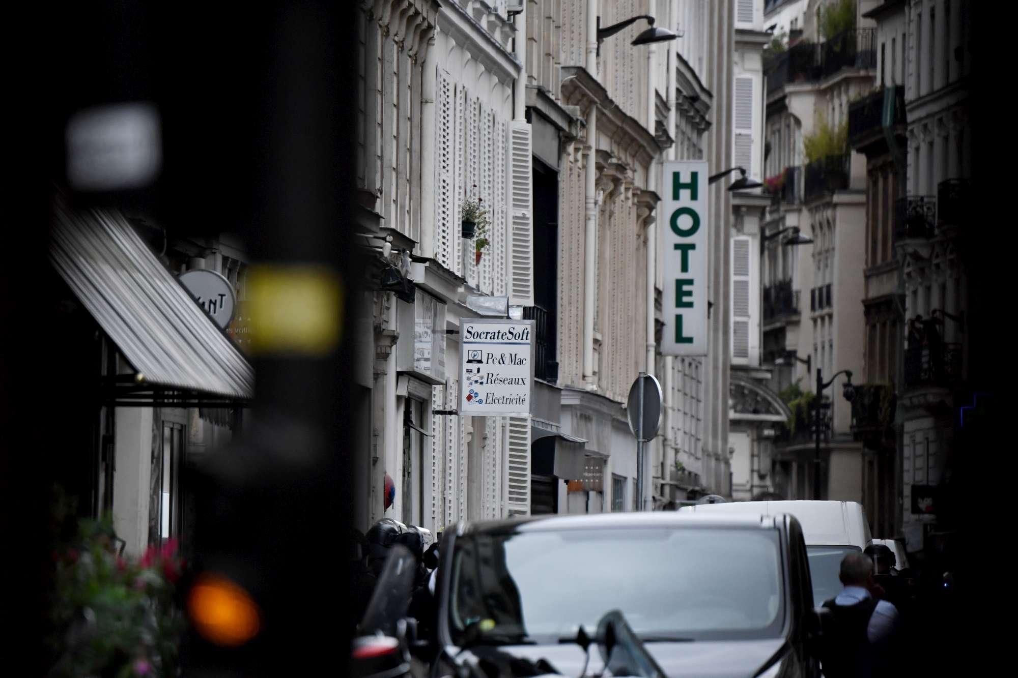 Terrore a Parigi, uomo prende ostaggi