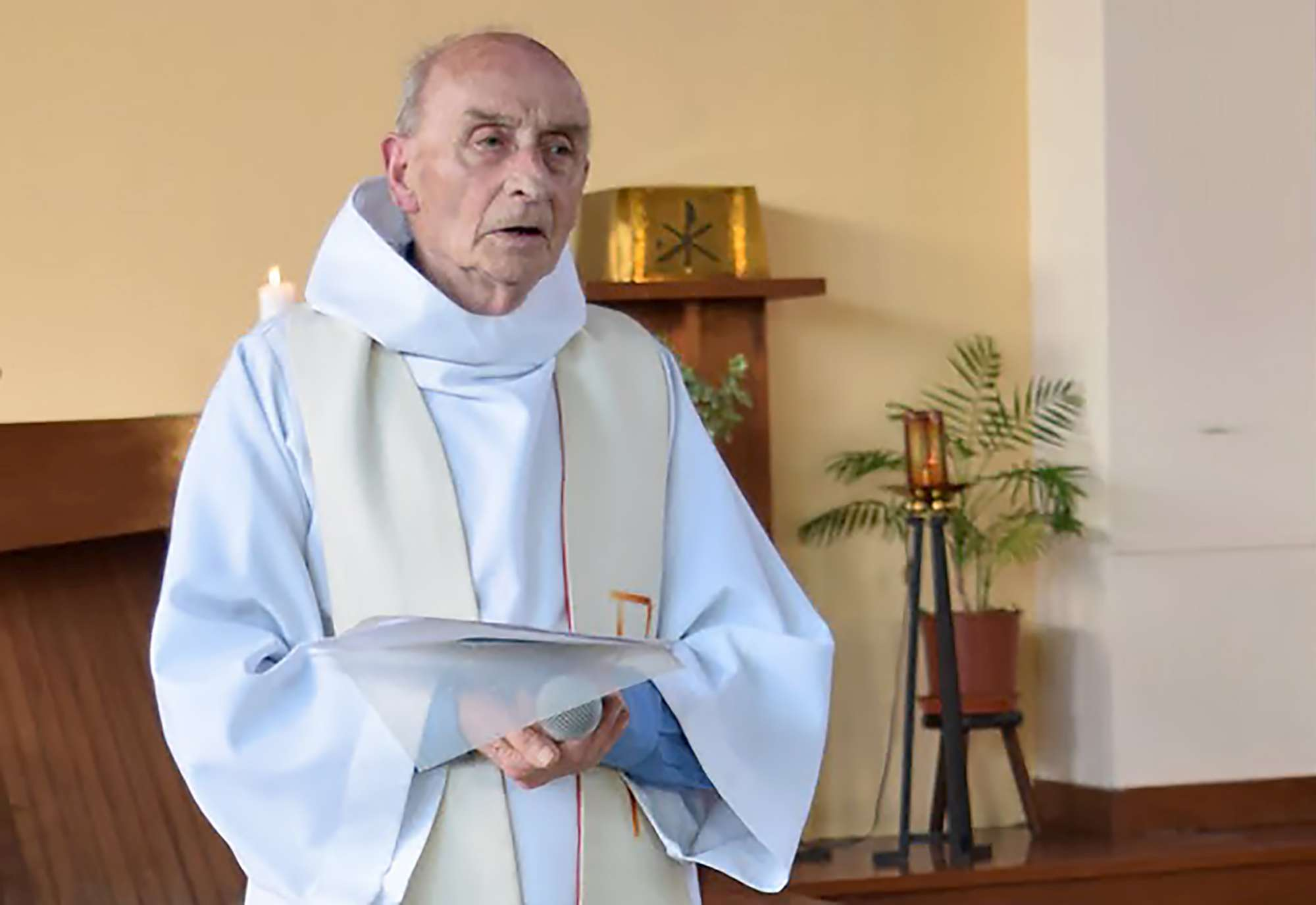 Il terrore attraversa la Francia: Sgozzato un prete. Attentatori uccisi