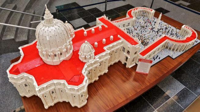 Usa, prete costruisce Vaticano di Lego