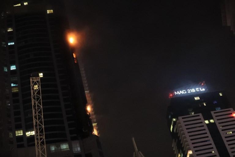 In fiamme un grattacielo residenziale di Dubai