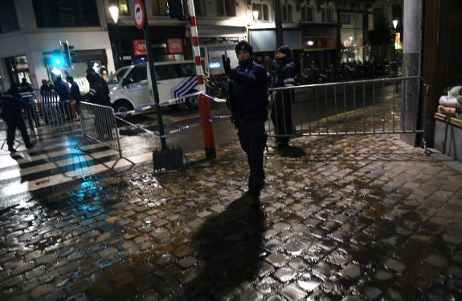 """Belgio, blitz polizia: un arresto e 3 fermi Premier: """"Massima allerta fino a lunedì"""""""
