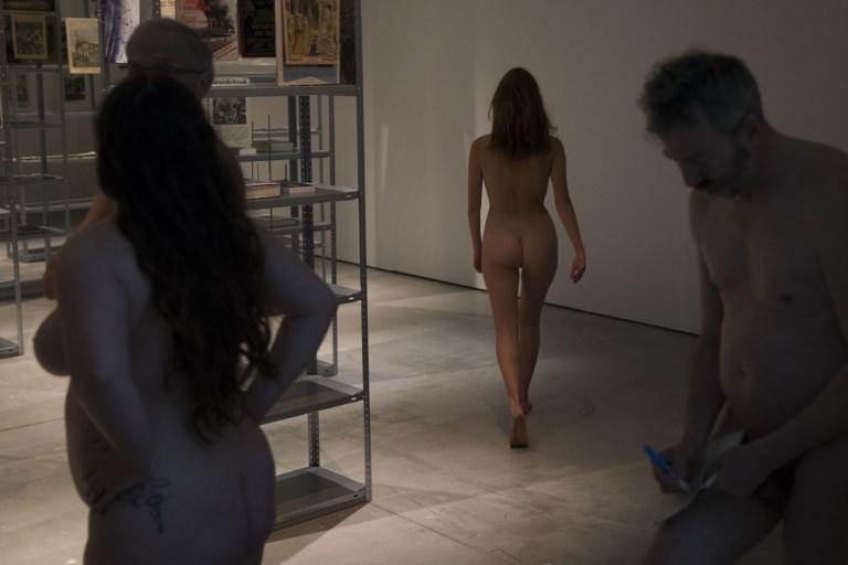 Parigi, il museo Palais de Tokyo apre ai nudisti:  Liberatevi dei complessi