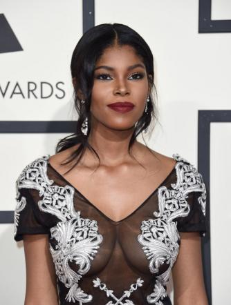 Grammy Awards 2016, sul red carpet una sfilata di stelle... fuori dal normale