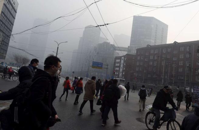 Inquinamento, allarme rosso a Pechino Vietati pure i barbecue all'aperto
