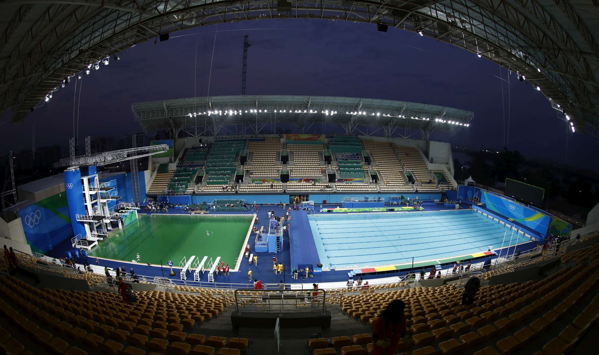 Rio, l'acqua della piscina dei tuffi è verde