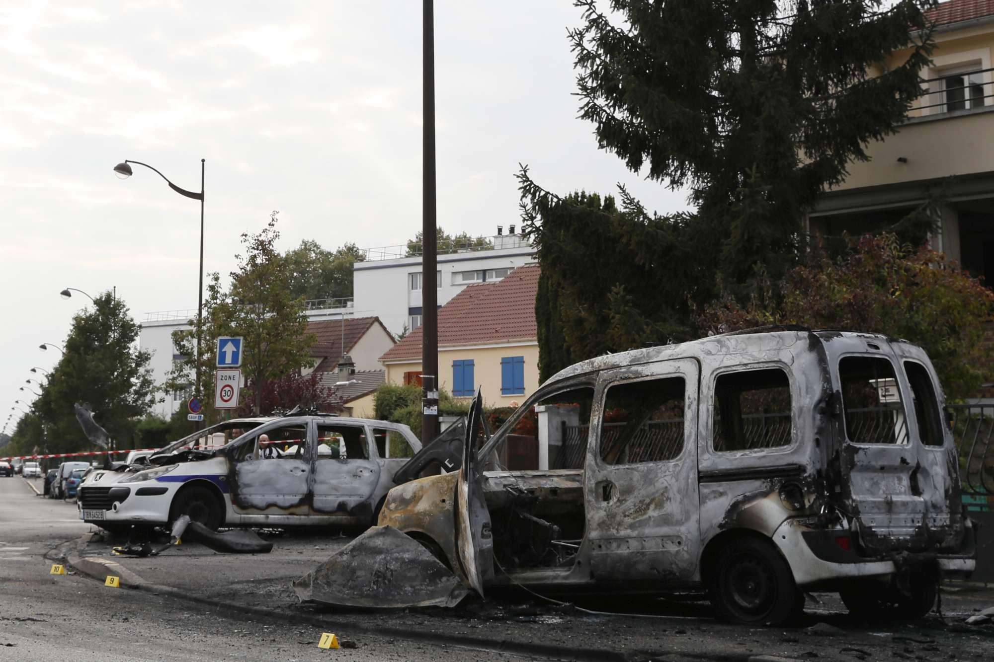 Parigi, molotov contro due poliziotti: gravissimi