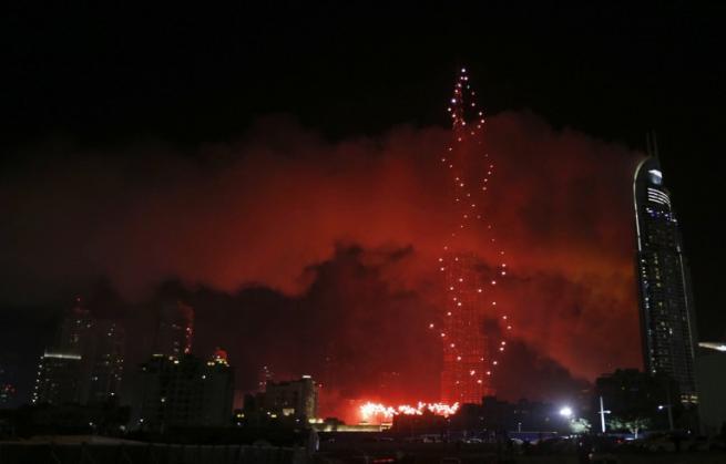 Dubai, incendio sul grattacielo che ospita hotel di lusso: un morto
