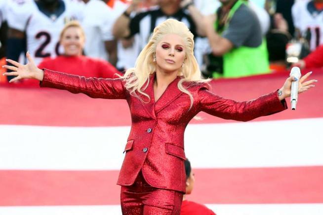 Lady Gaga e Beyoncé regine della serata del Super Bowl 2016