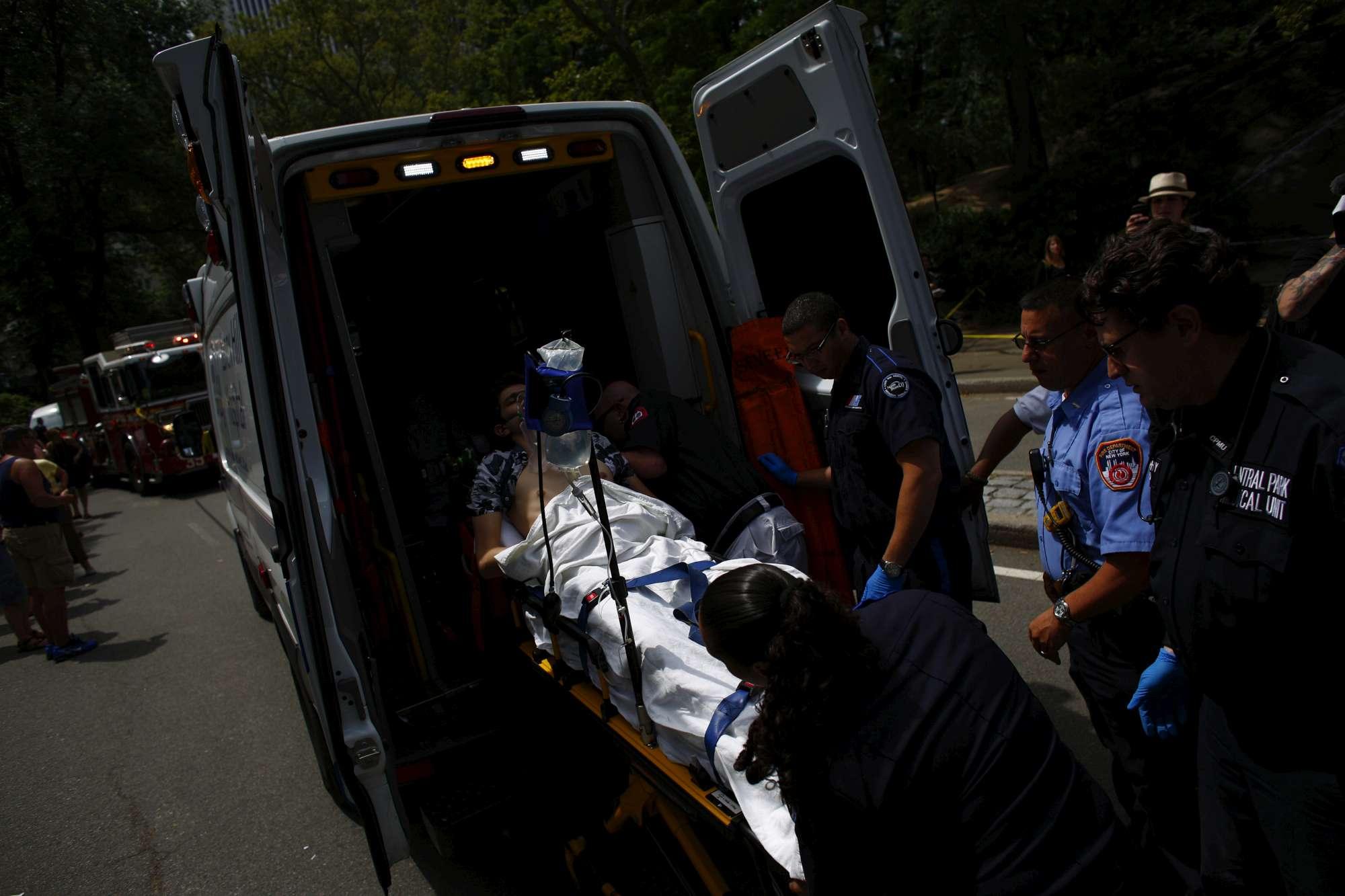 Usa: esplosione a Central Park, grave un 19enne
