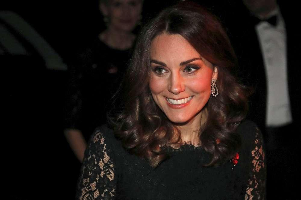 Kate Middleton al gala, la pancia c è e si vede