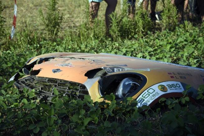 Paura in Argentina, auto su folla durante il Rally Dakar: diversi spettatori feriti