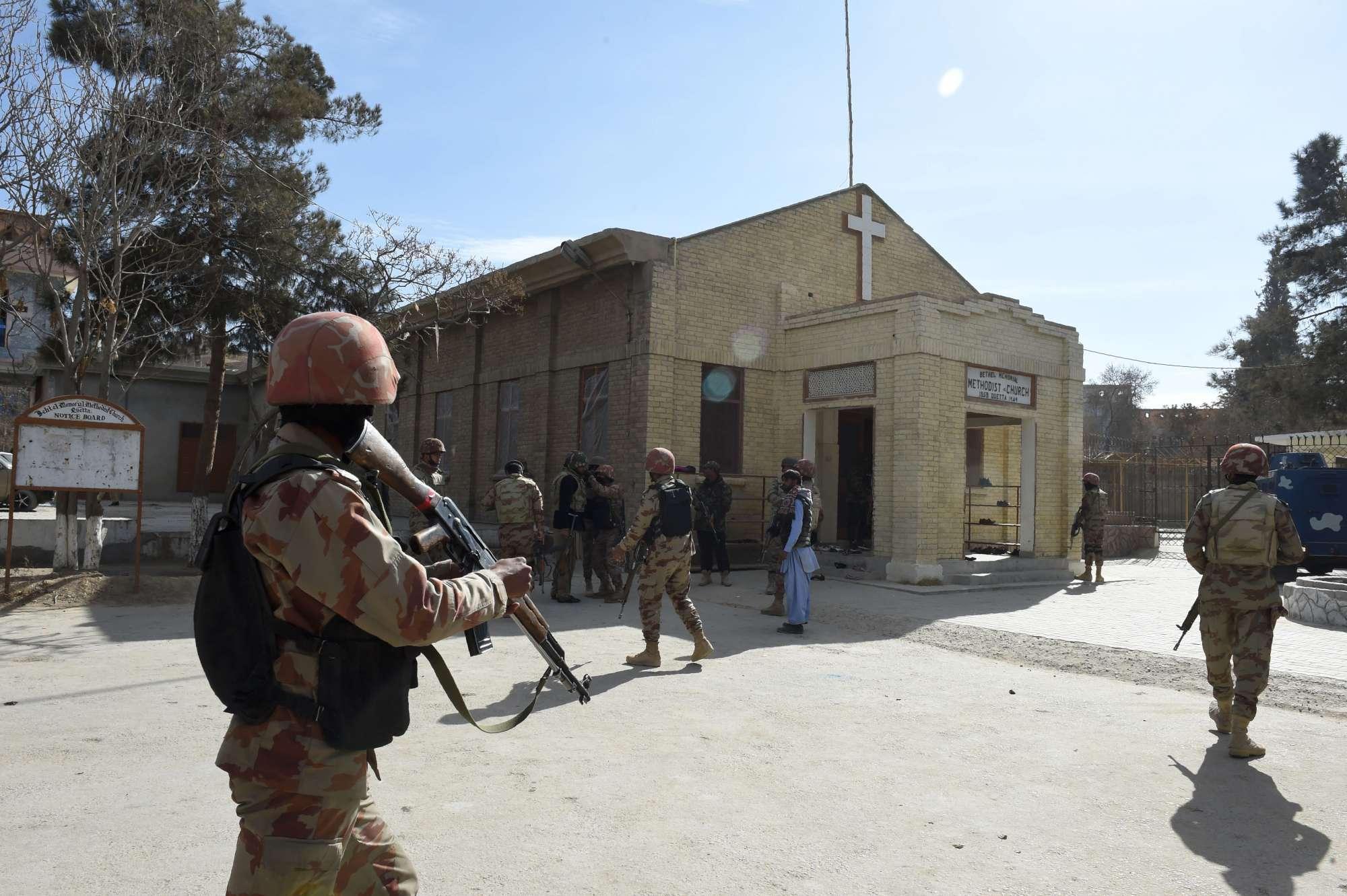 Pakistan: attacco in chiesa, morti e feriti