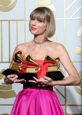 Grammy Awards, nell'edizione dei tributi trionfa Taylor Swift