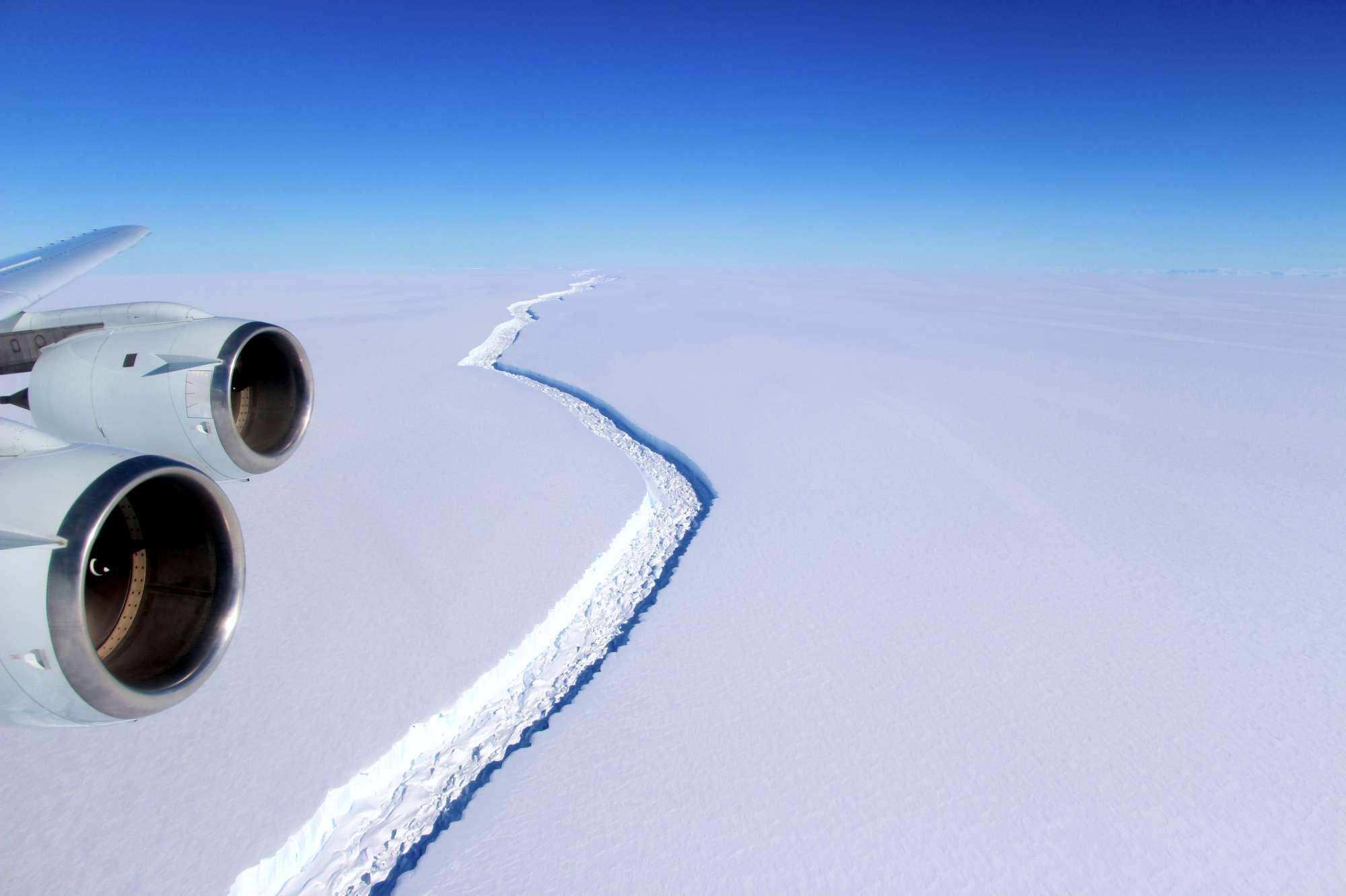 Un enorme iceberg si è staccato dall'Antartide
