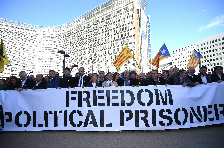 Puigdemont si consegna alla giustizia belga