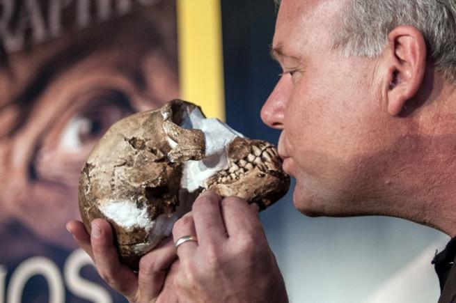 Basso e con un piccolissimo cervello: il nostro nuovo antenato è l'Homo Naledi