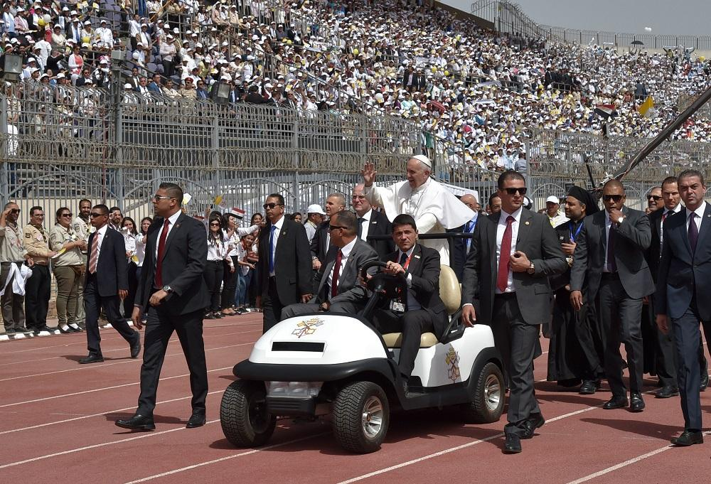 Messa superblindata a Il Cairo per papa Francesco