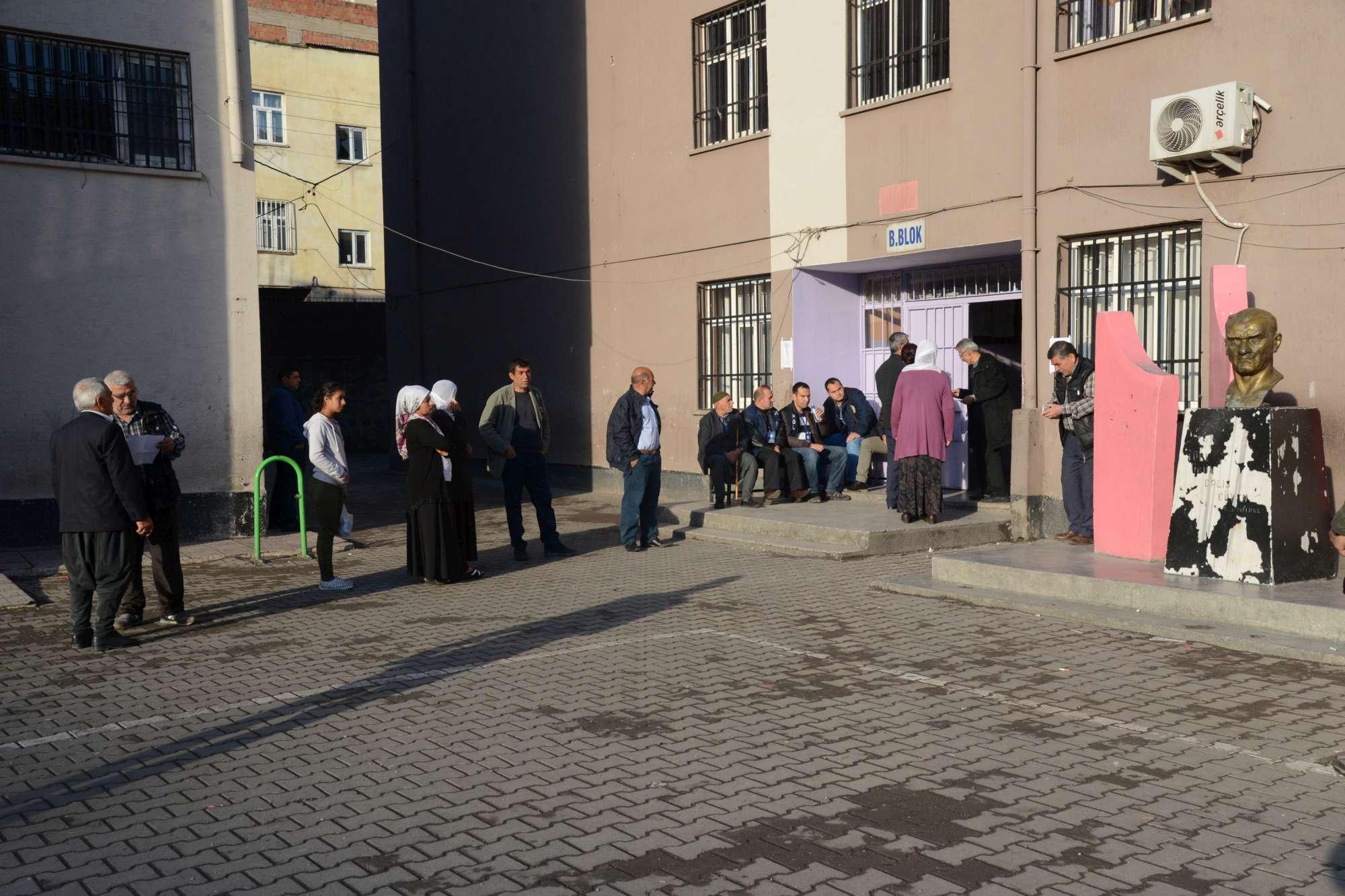 Referendum su presidenzialismo, 55mln turchi al voto