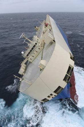 Francia, cargo rovesciato alla deriva: fallito primo tentativo di recupero