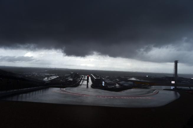 F1, diluvio ad Austin: FP2 cancellate, Rosberg domina le prime libere