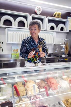 """Pupo inaugura Gelato al cioccolato: """"La mia gelateria museo sfida l'Hard Rock Cafè"""""""