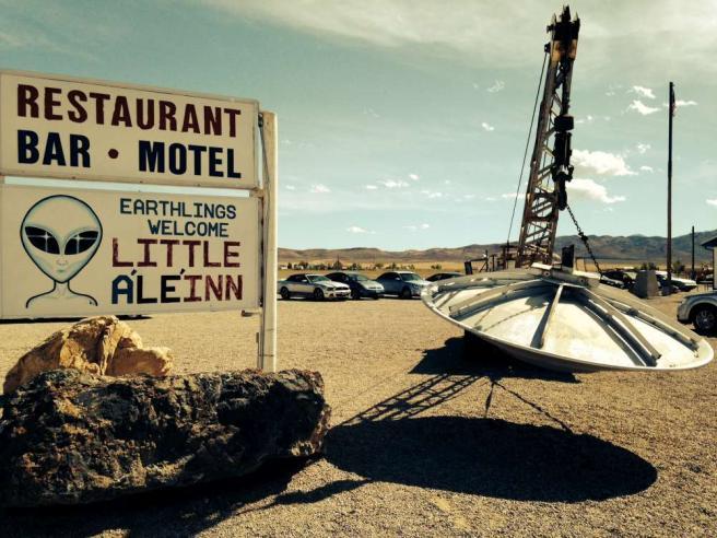"""Turismo dell'altro mondo all'Area 51: a Rachel gli abitanti """"vendono"""" Ufo"""