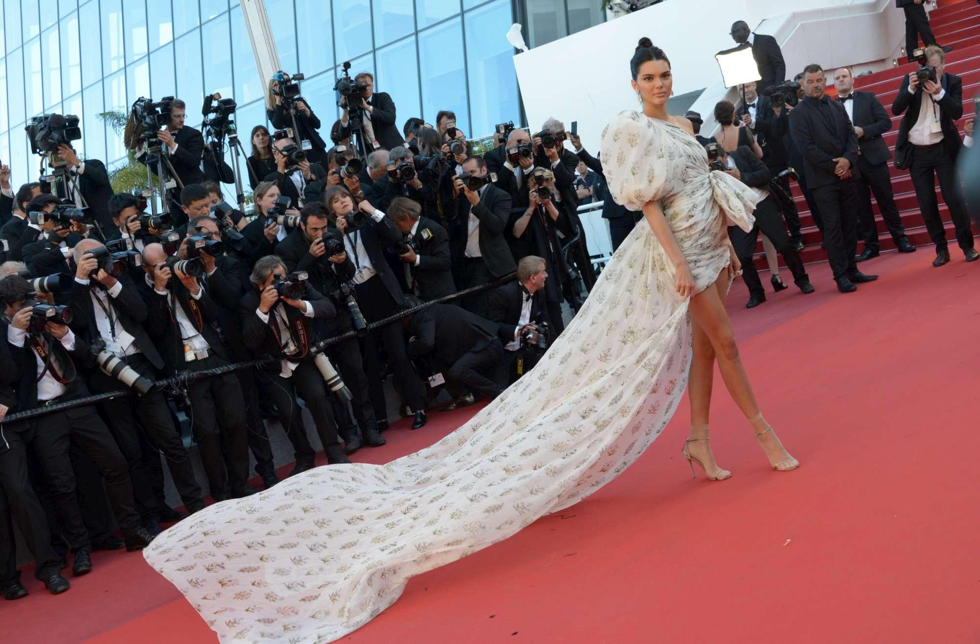 Cannes, Kristen Stewart e le debuttanti sul red carpet
