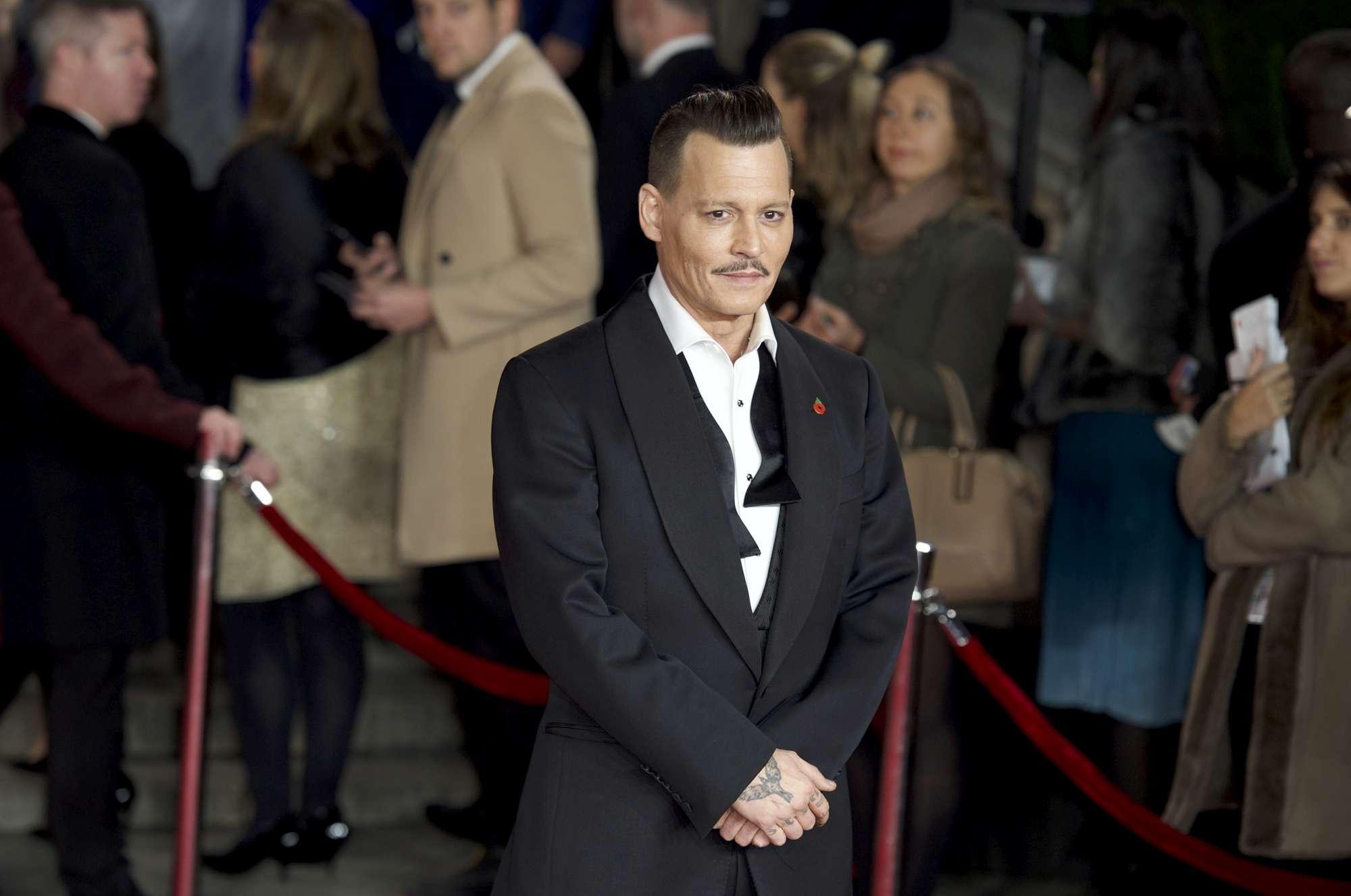 Johnny Depp ubriaco sul red carpet di