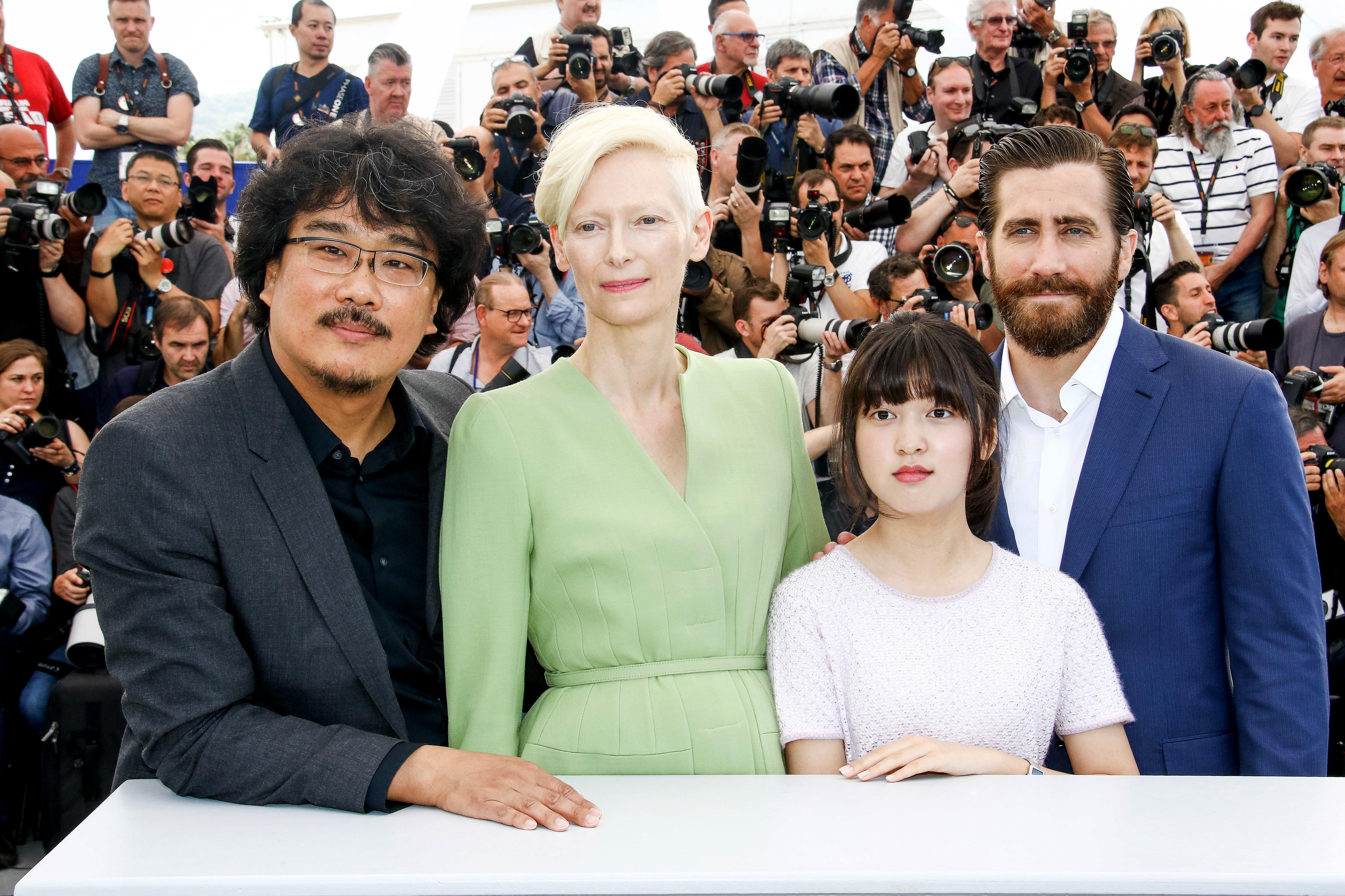 Tilda Swinton e Jake Gyllenhaal sul red carpet di Cannes