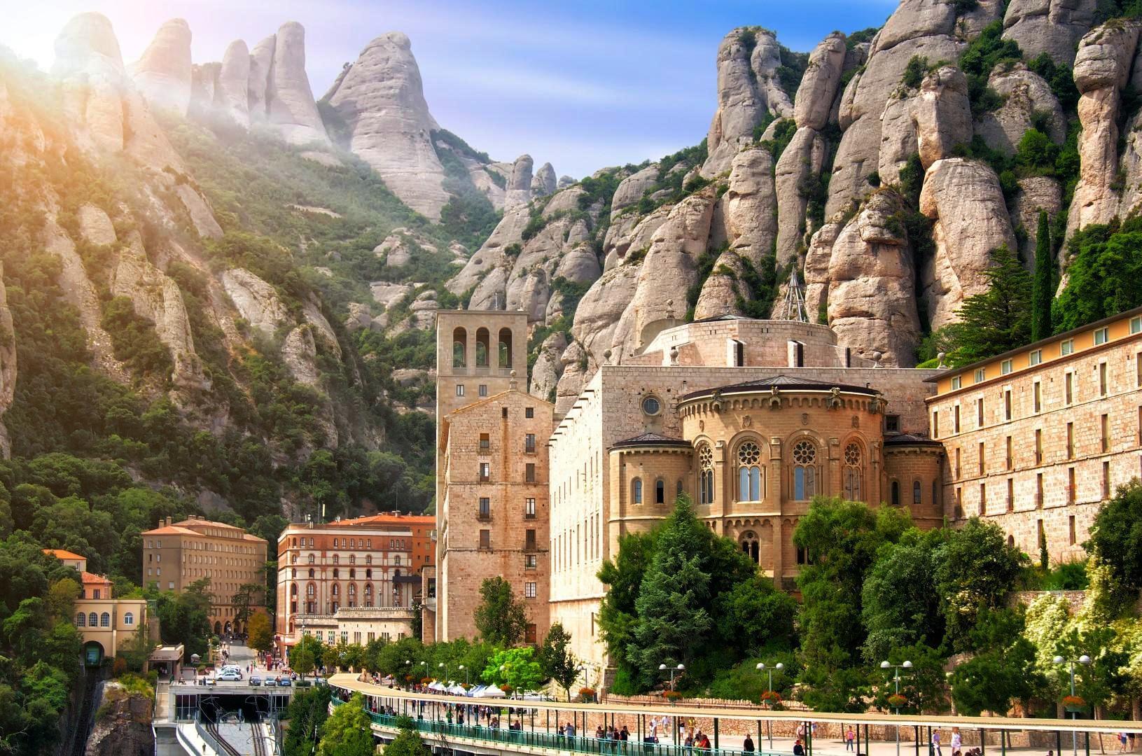 Dormire in paradiso: abbazie, monasteri, ashram…