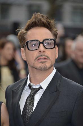 Robert Downey Jr paperone del cinema: è la star più pagata del 2015