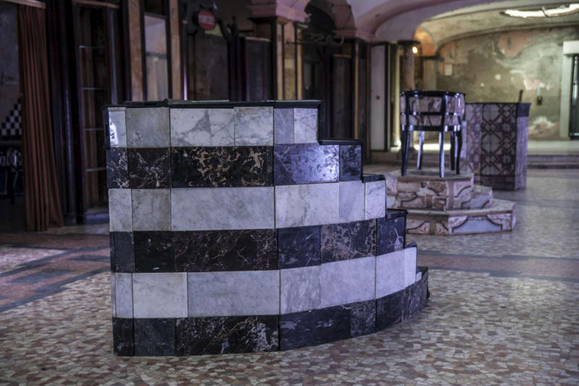 Senso 80 la mostra d 39 arte nell 39 ex bagno pubblico - Donne al bagno pubblico ...