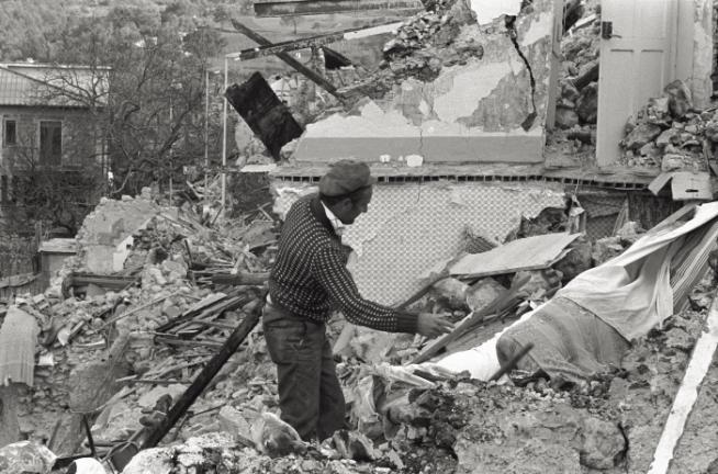 Irpinia-Basilicata, 35 anni fa il tragico terremoto che sconvolse l'Italia: le foto
