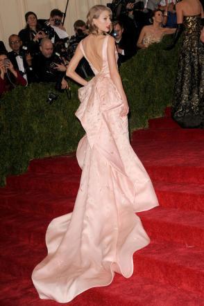 Taylor Swift, petizione online per regalarle un sedere nuovo