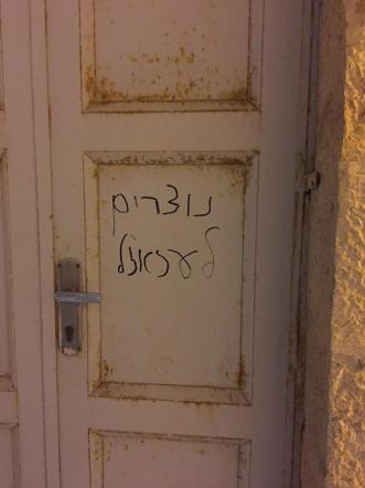 Gerusalemme, imbrattata chiesa: spada insanguinata e scritte contro i cristiani