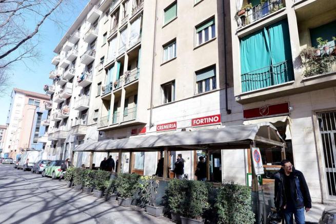 Torino, entra in un bar con la sigaretta accesa: 69enne ucciso di botte