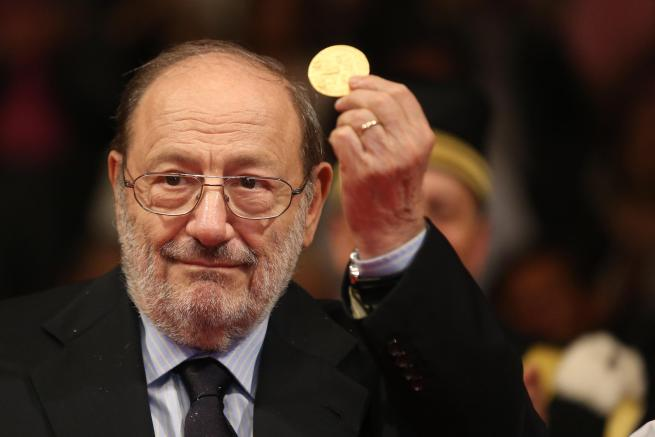 """Addio a Umberto Eco: morto il padre de """"Il nome della rosa"""" e """"Il pendolo di Foucault"""""""