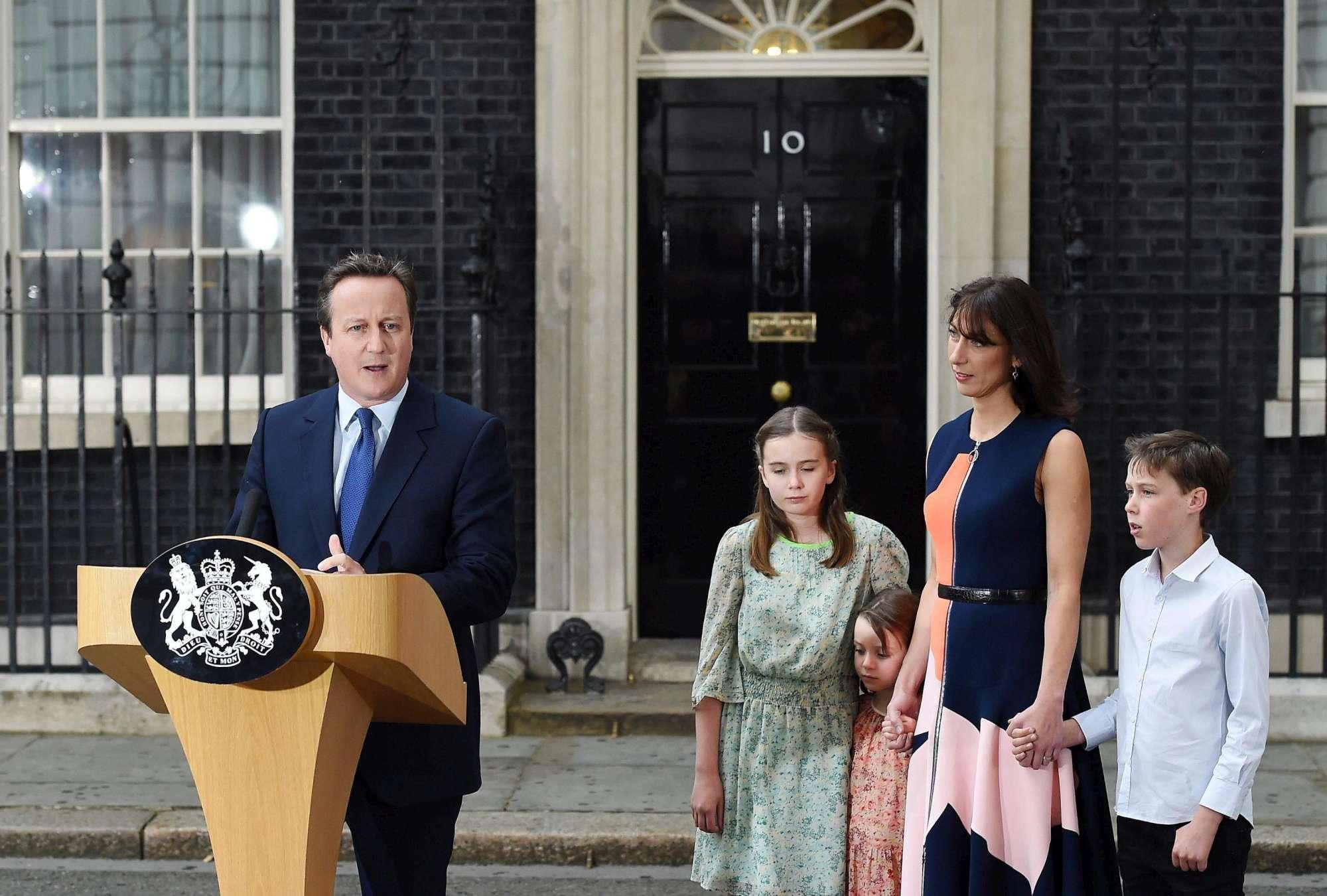 """Cameron esce da Downing Street: """"E' stato un onore servire il Paese, lascio Regno Unito più forte"""""""