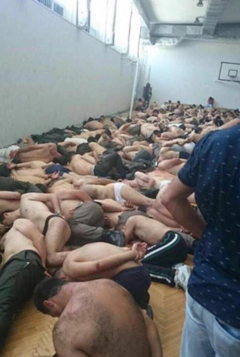 Fallito golpe in Turchia, la  purga  del presidente Erdogan: decine di soldati umiliati