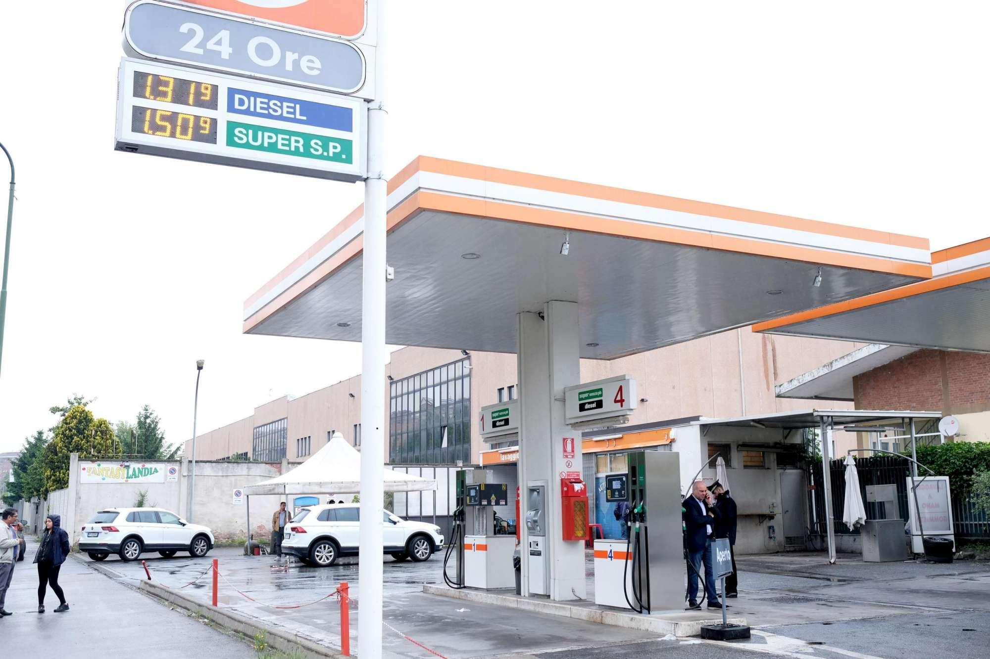 Torino, rapina al distributore: malviventi gambizzano benzinaio