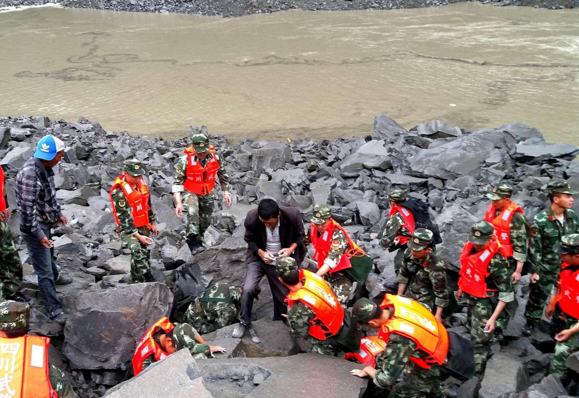 Ultima ora. Frana in paese: 140 persone sepolte vive