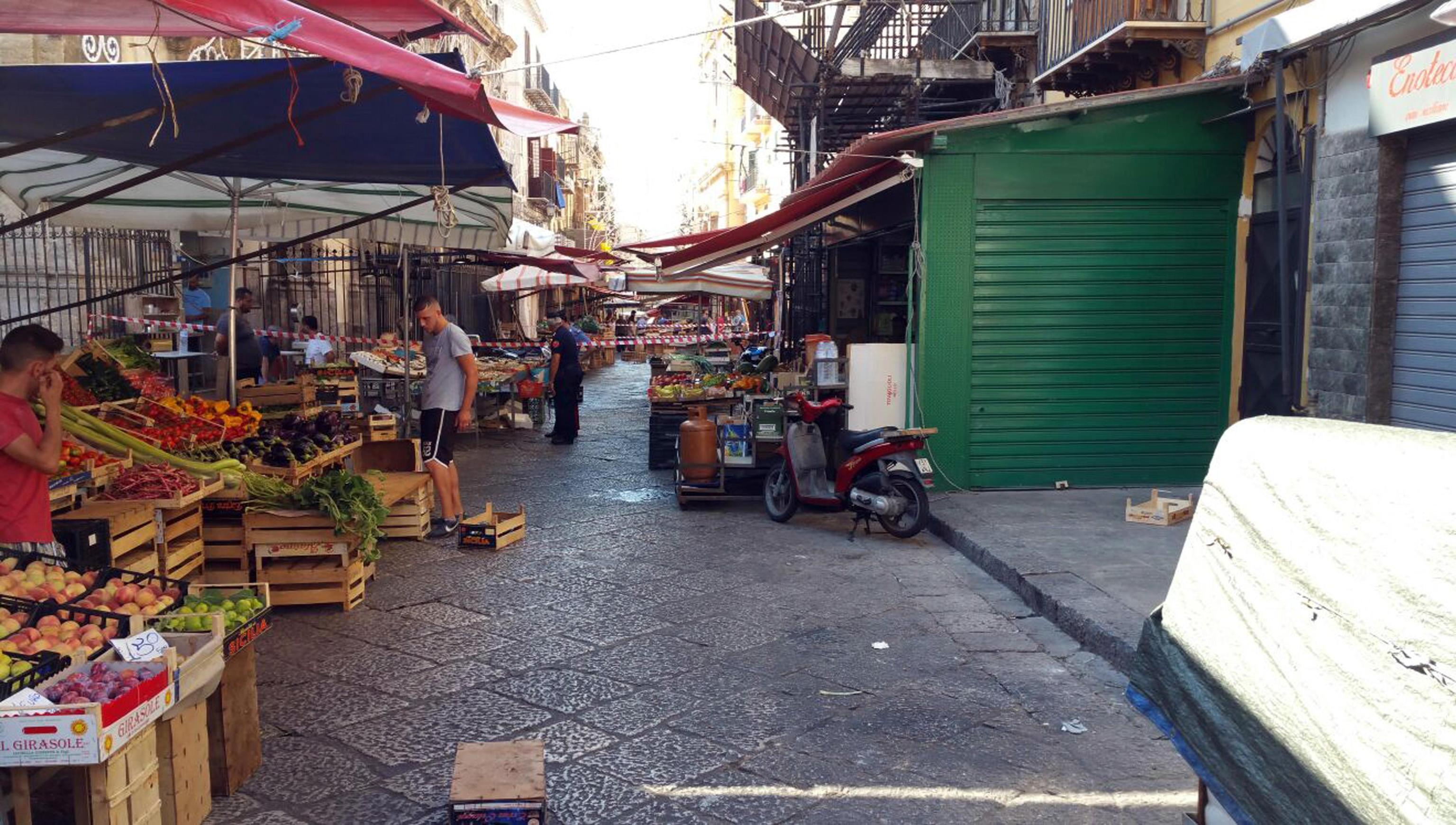 Mafia, sparatoria al mercato a Palermo: un morto