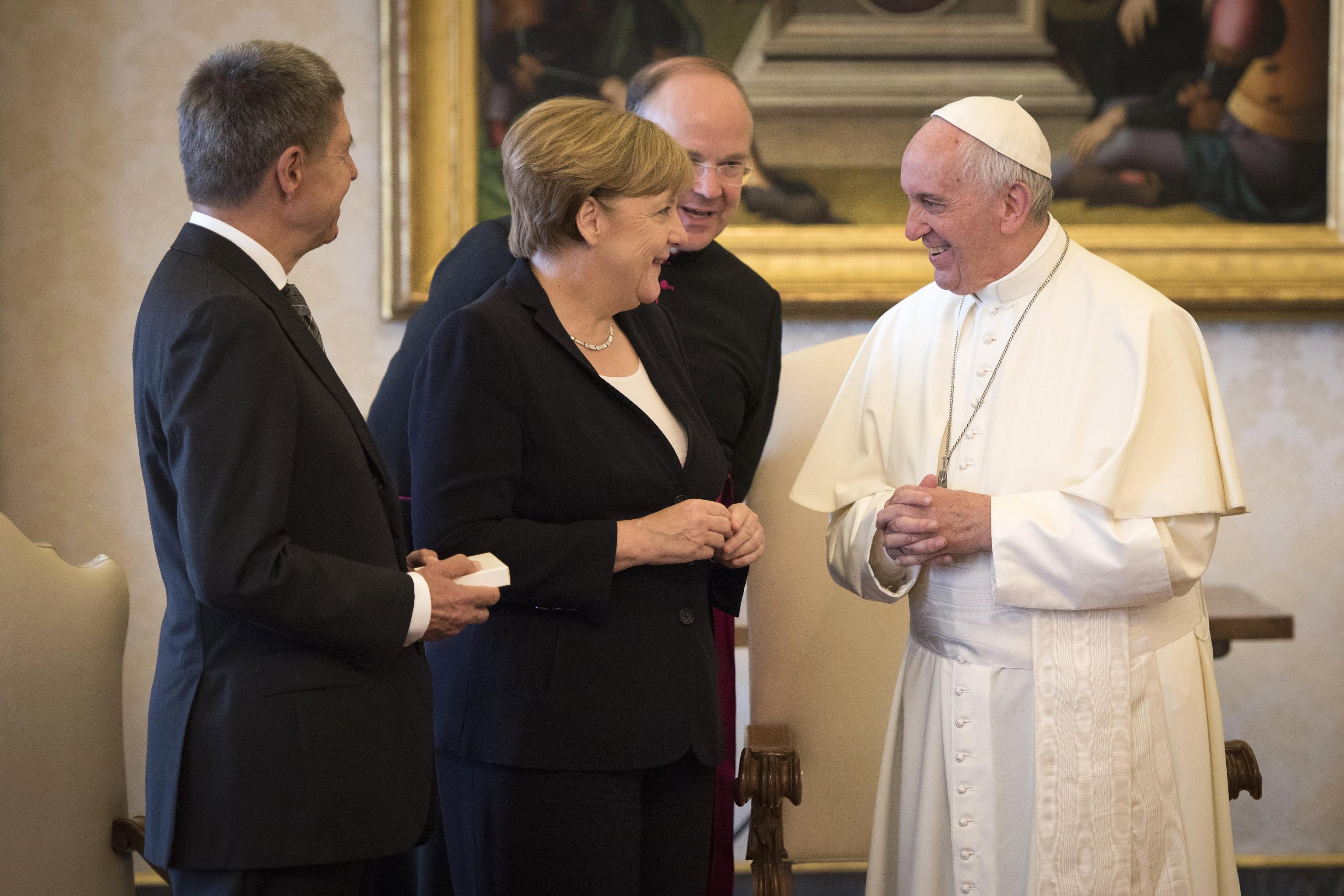 Merkel dal Papa. Sintonia sull'importanza di abbattere i muri