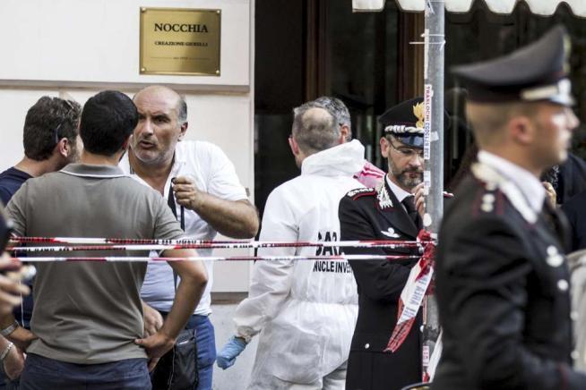 Roma, gioielliere 70enne ucciso durante una rapina: caccia al killer in fuga