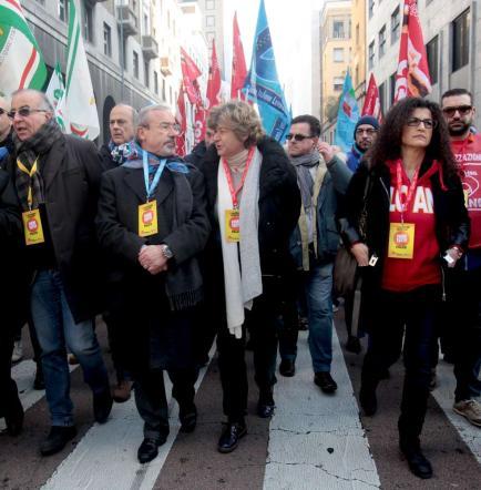 """Grande distribuzione, lavoratori in sciopero Camusso: """"Niente shopping per solidarietà"""""""