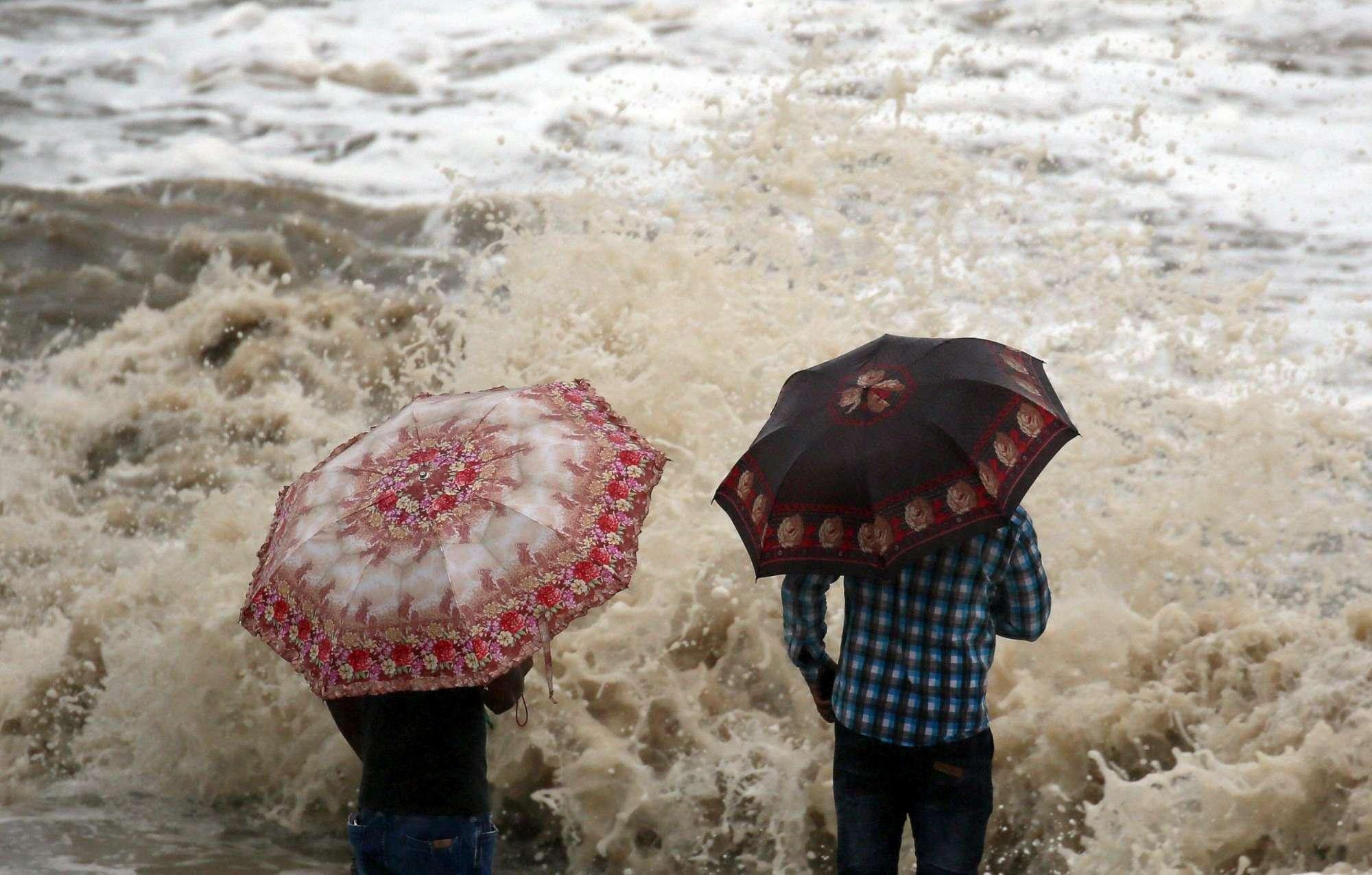 Il ciclone Ockhi devasta l India
