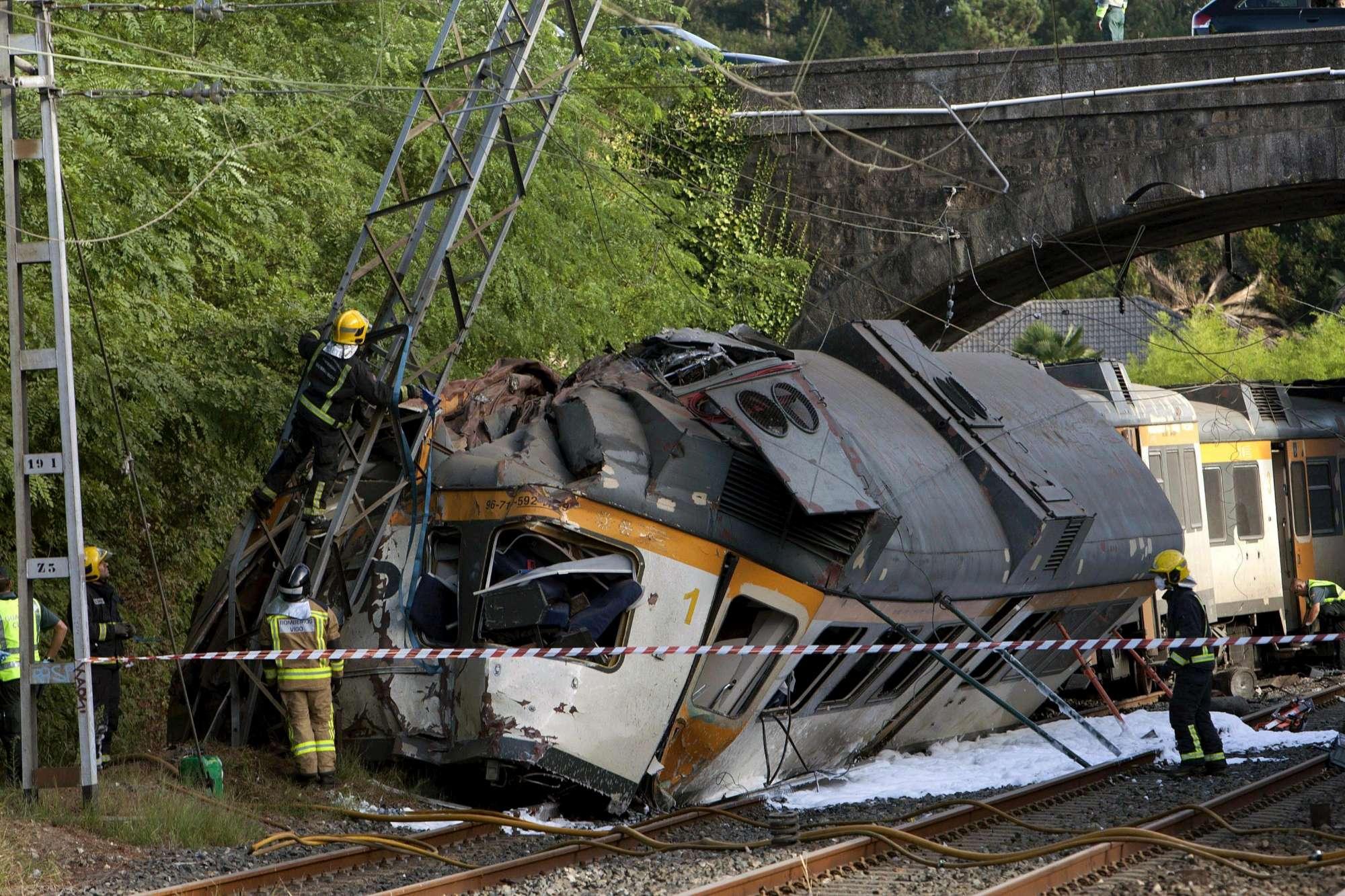 Spagna, deraglia treno: almeno 3 morti