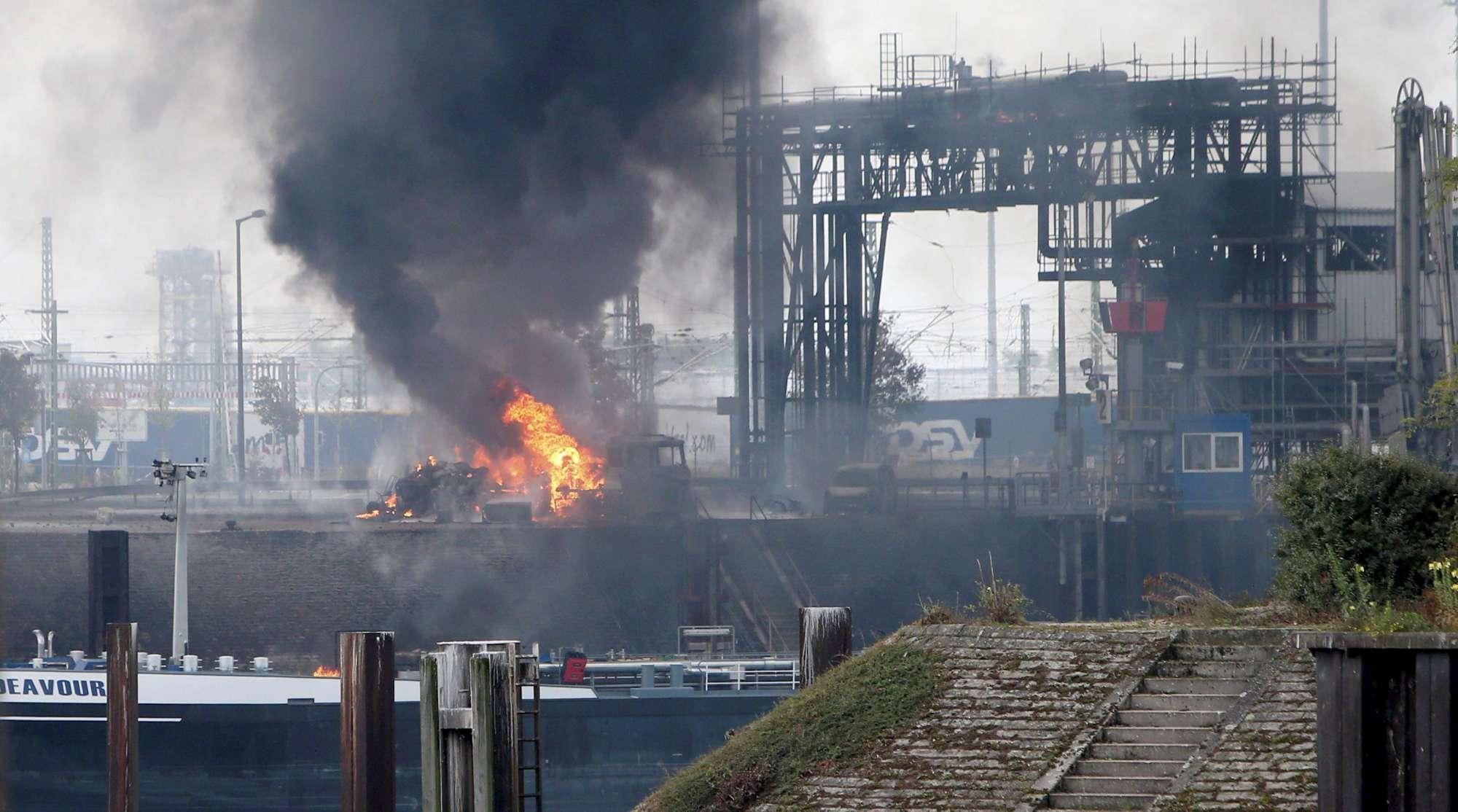 Germania, esplosioni in due impianti chimici