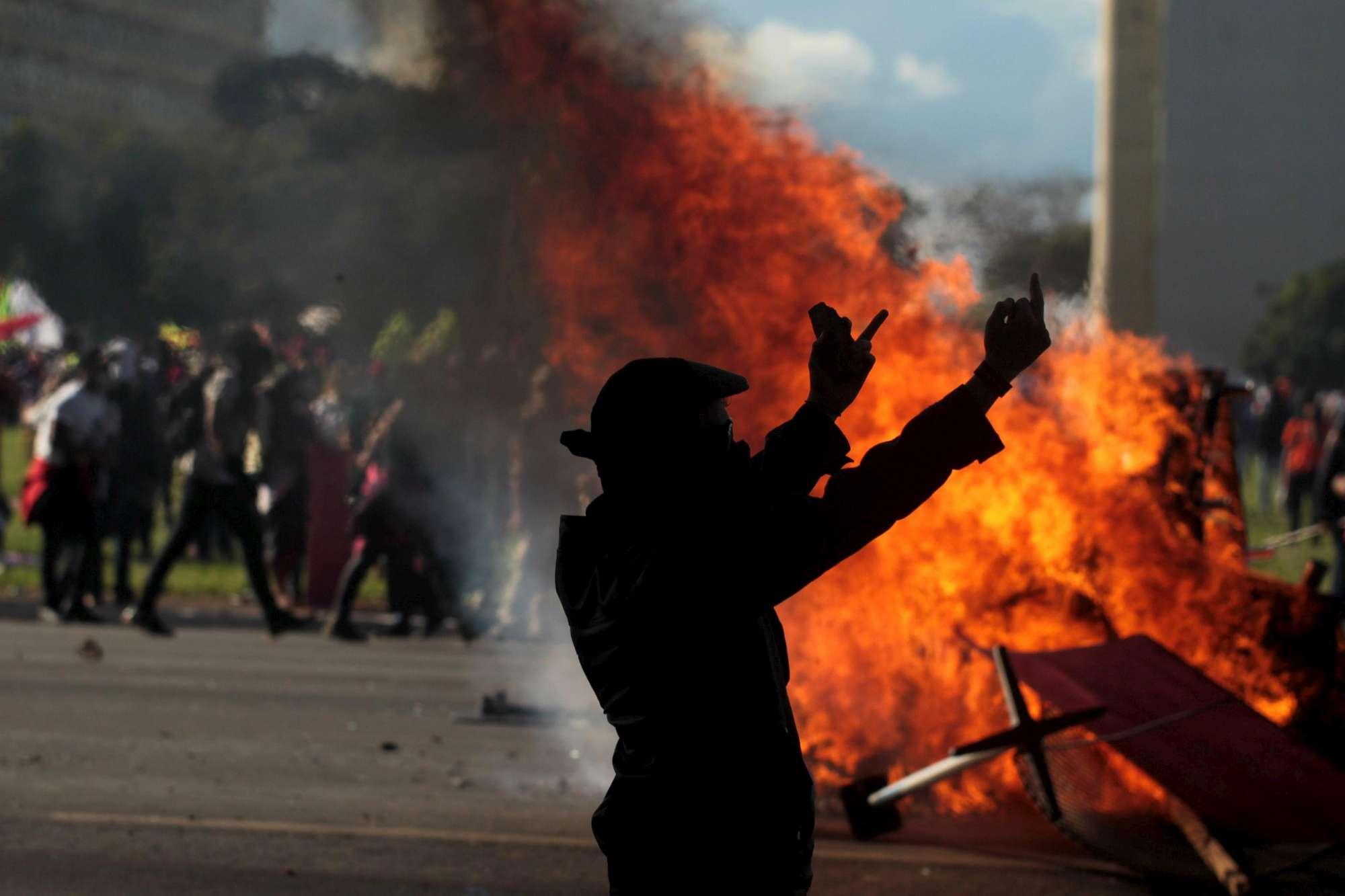 Brasile: proteste e vandalismo a Brasilia, ministeri evacuati
